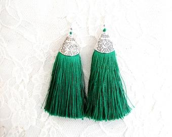 Σκουλαρίκια πράσινες φούντες  / Green tassel earrings