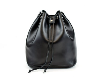 Μαύρη δερμάτινη τσάντα πουγκί /Black leather bucket bag