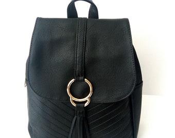 Μαύρη τσάντα πλάτης / Black backpack