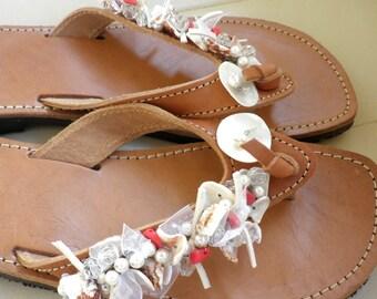 Δερμάτινα σανδάλια με κοχύλια πέρλες και φίλντισι / Greek leather sandals with shell beads and pearls