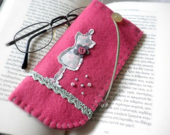 Pink felt eyeglass case-Mother's day gift-Felt case-Handmade case-Eyeglass case-Pink felt case-Fabric dress form-Gift for her