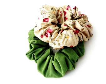 Set 2 scrunchies green and floral,  Σετ λαστιχάκια για τα μαλλιά