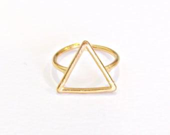 Επίχρυσο δαχτυλίδι τρίγωνο / Gold triangle ring