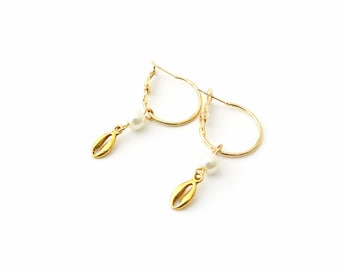 Eπίχρυσοι κρίκοι με πέρλα και και κοχύλι / Gold hoops earrings with pearl and gold cowrie