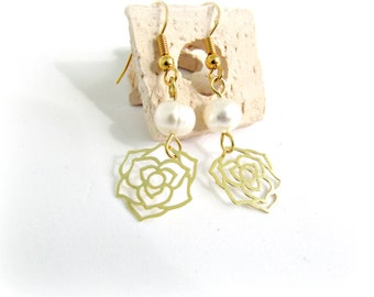Επίχρυσα σκουλαρίκια με μαργαριτάρι και λουλούδι / Gold flower earrings with freshwater pearls