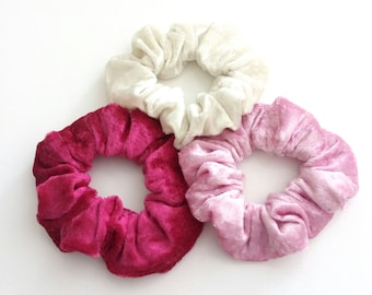 Set of 3 velour scrunchies in pink hot pink and white / Σετ 3 λαστιχάκια μαλλιών