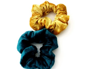 Set of 2 yellow gold Teal scrunchies, Σετ βελουτέ λαστιχάκια για τα μαλλιά