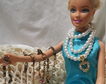 Barbie jewelry. Jewelry. Necklace. Barbie accessories. Barbie. Barbie jewelry lot. Barbie. pearls. Doll jewelry