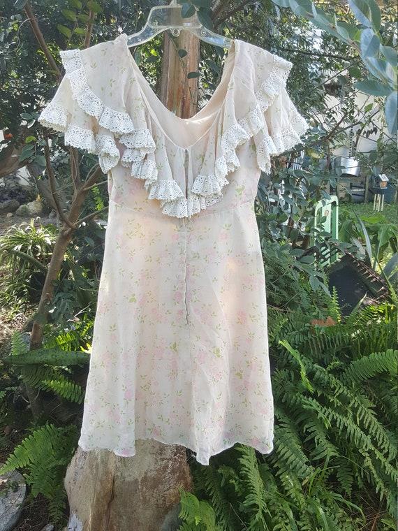 Dress. Prairie. Sundress. Baby doll. Short. Spring
