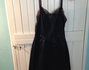 0f7e4383aa84b Vintage women s navy blue full slip - size S
