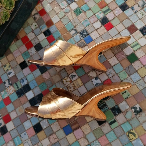 1950s boomerang gold lame shoes