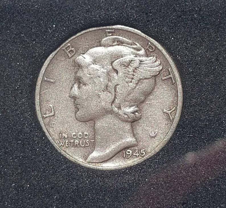 90/% Silver Mercury Head Dime 1945 in case Vintage