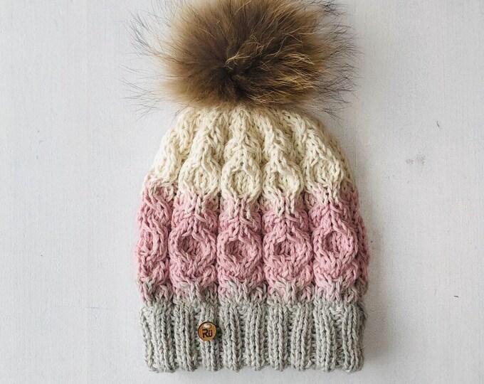 M izmēra alpakas vilnas pīņu raksta cepure ar dubultu malu - jenota kažokādas bumbulis - Gatava sūtīšanai