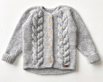 122/128cm (6-8  gadi) - Gaiši pelēka pīņu jaka - Gatava sūtīšanai