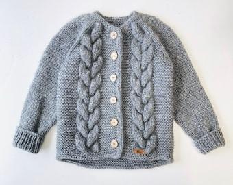 110/116 (4-6  gadi) - Pelēka jaka ar skaistām bizēm - Gatava sūtīšanai