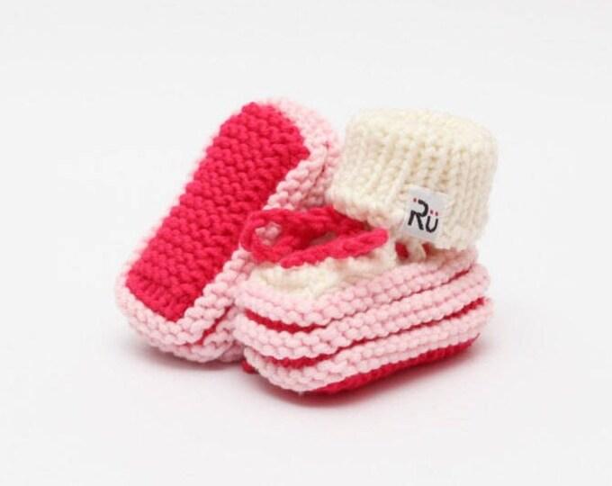 0-6 mēneši - Strīpaini koši rozā merīnvilnas zābaciņi mazulītei - Gatavi sūtīšanai