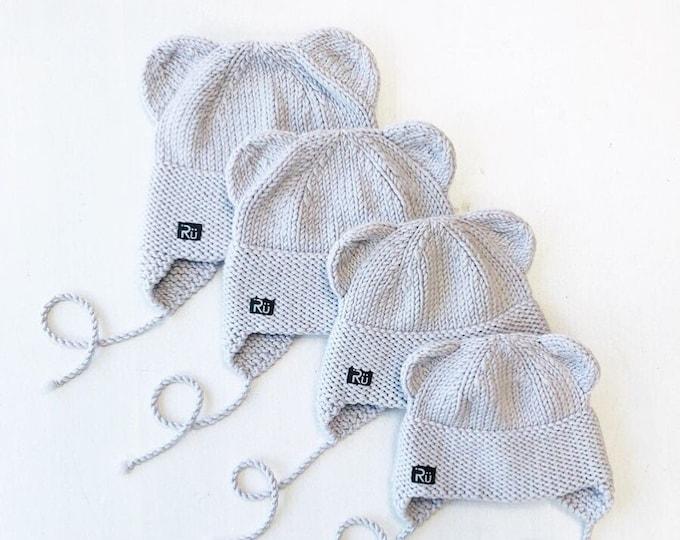 2-4 gadi - Gaiši pelēka merīnvilnas lāčuka cepurīte - Gatava sūtīšanai