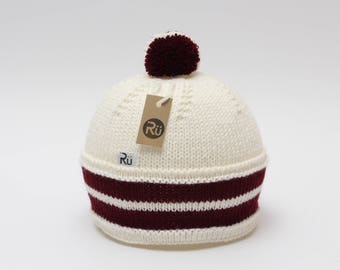S (54-56cm) - Balta cepure ar dubultu sarkanbaltsarkanu joslu - Gatava sūtīšanai