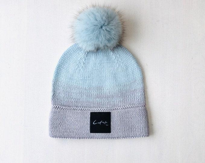 """M (56-58cm) - Mint zila/ maigi pelēka merīnvilnas cepure ar dubultu malu un """"latviete"""" logo - Gatava sūtīšanai"""