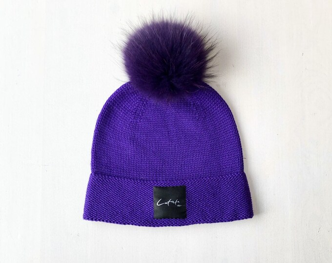 """L (58-60cm) - Lillā merīnvilnas cepure ar """"Latviete"""" logo - Gatava sūtīšanai"""