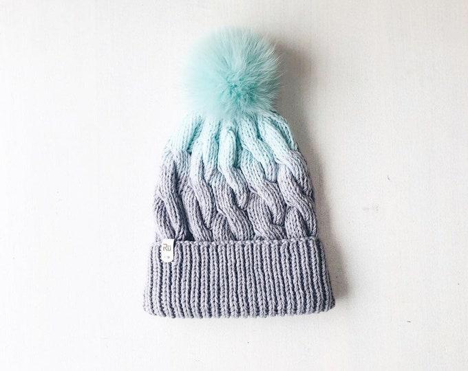 M (56-58cm) - Pīņu cepure ar skaistu krāsu pāreju un atlokāmu malu - Gatava sūtīšanai