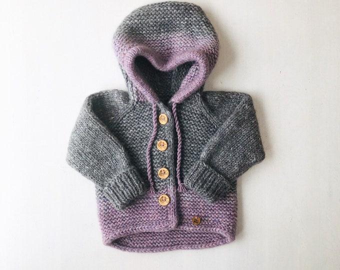 74/80 (6-12 mēneši) - Pelēka/violeta jaciņa ar kapuci - gatava sūtīšanai