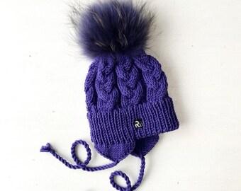 6-12 mēneši (44-48cm) - Lillā merīnvilnas pīņu cepure ar kažokādas bumbuli - Gatava sūtīšanai