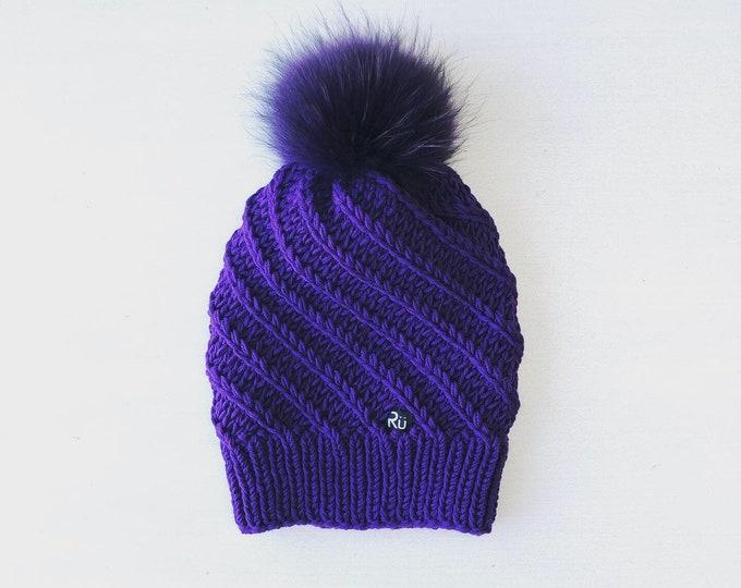 M izmēra reljefa raksta cepure - jenota kažokādas bumbulis - Gatava sūtīšanai