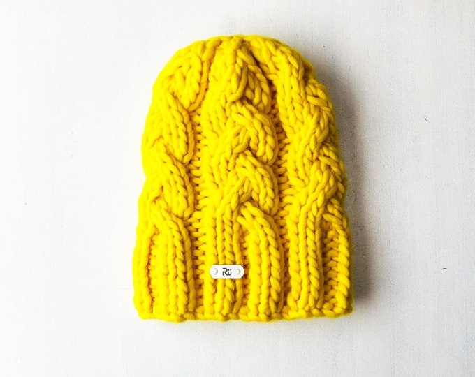S/M izmērs - Koši dzeltena SUPERAPJOMĪGĀ cepure - Gatava sūtīšanai