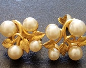 Marvella Grape Vine Earrings, Wedding Earrings, Matted Gold, Mint Condition Marvella Clip Ons, Marvella Jewelry, Faux Pearl on Vine Earrings