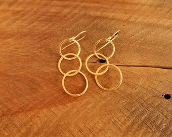 Gold Circle Earrings, Brushed Gold Dangle Earrings, Geometric Earrings, Circle Dangle Earrings, Interlocking Circles, Delicate Earrings.