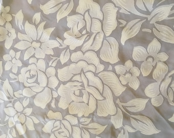 Vintage Linen Dining Room Tablecloth and 12 Matching Napkins
