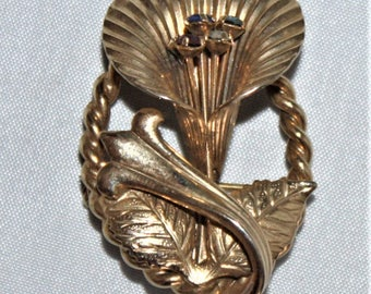 Unmarked gold tone ladies jack in pulpit brooch