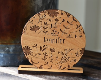 Rustic Place Cards. Round Floral Wooden Wedding Seating Card.