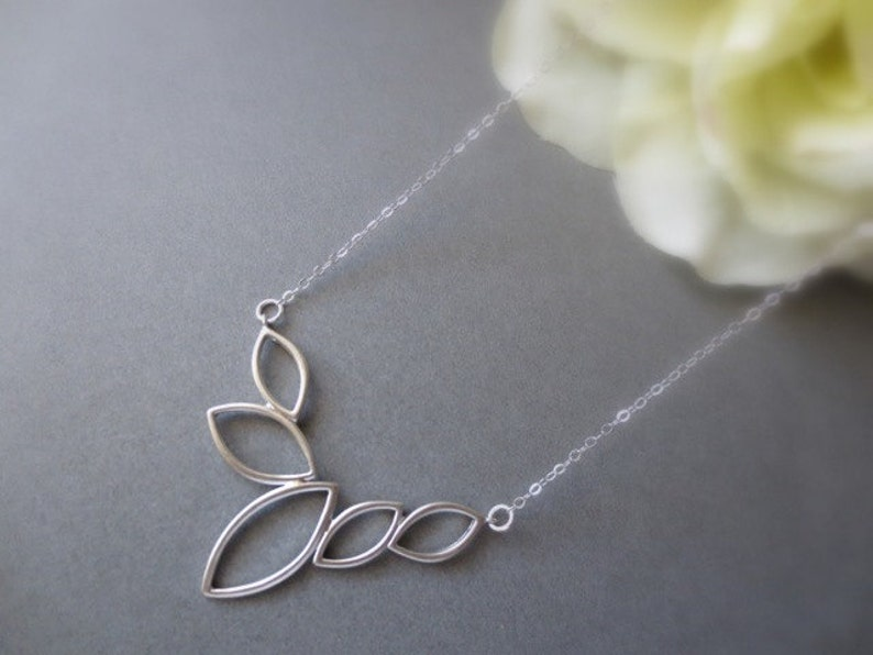 5 Leaves Necklace in STERLING SILVER CHAIN--Everyday Necklace-Perfect Gift for mom for friends Birthday Present for her