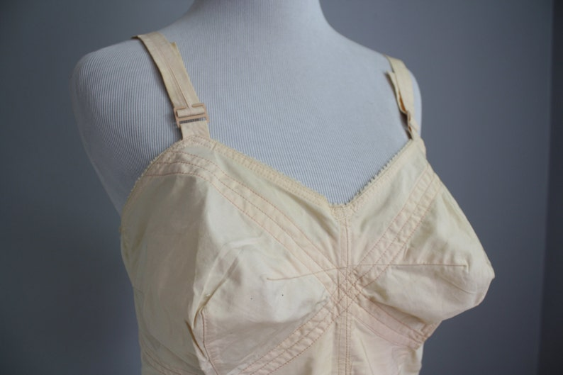 e3514e6ccab18 Early 1960s Bralette with Stocking Hooks    Pale Pink    Large