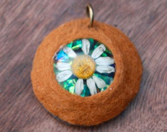 real pressed daisy felt necklace high quality made in Lancashire
