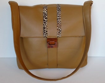 Luxurious messenger bag in caramel faux leather with animal print trim and wooden buckle