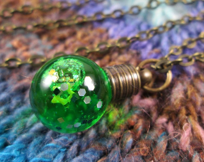 Glitter Liquid Necklace - Small Green Globe - Bronze Chain