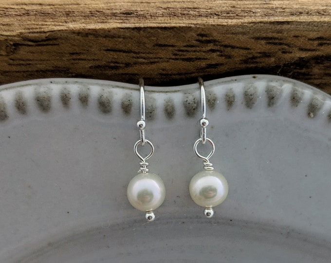 Pearl Earrings, Sterling Silver Earrings, Bridesmaids gifts, Drop Earrings, Gift Idea, Minimal Jewelry, Freshwater Pearls