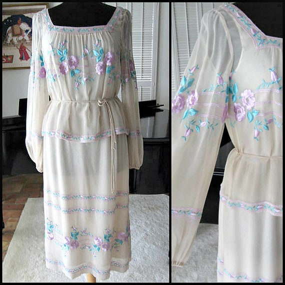 Boho Wedding Dress / fits S / 70s Embroidered Brid