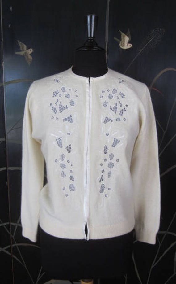 modern vintage: Just Close Your Eyes Long Embroidered Lace