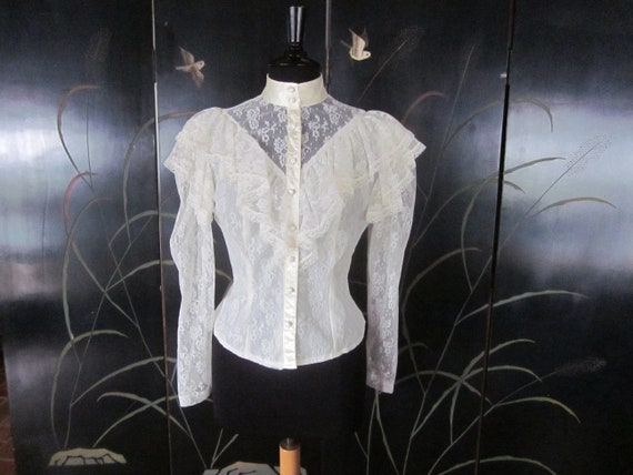 Ivory Lace Blouse / fits S-M / Victorian Style Lac
