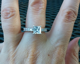 Beautiful Princess Cut CZ Sterling Silver Ring Size 6.75