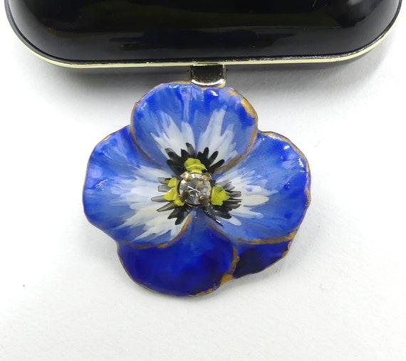 Vintage handmade blue pansy flower ceramic brooch… - image 1