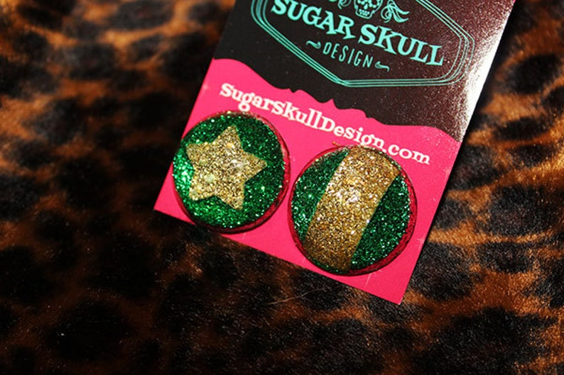 Roller Derby Jammer Pivot  Gold and Green   Resin Post image 0