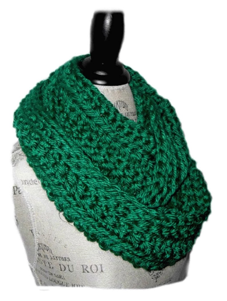 GREEN INFINITY Scarf Cowl Chunky Crochet Hand Made in USA Knit image 0