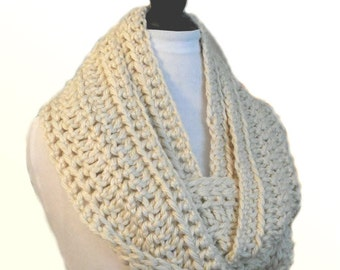 INFINITY Scarf Cowl Pale Cream Knit Chunky Infiniti Scarf Crochet Light Cream Winter White Circle Scarf Women Scarves Almost White Scarf