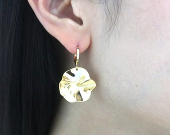 Crumpled Round Pendant, T54-P2, 2 pieces, 23x22mm, Nickel free, One hole, 16K gold plated brass, Unique Pendant, Big Earring Charm