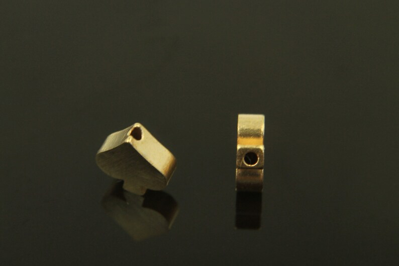 RAW BRASS spade 20 pcs RBC-O3 8.3x7.9mm hole from top to bottom